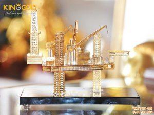 mô hình giàn khoan mạ vàng
